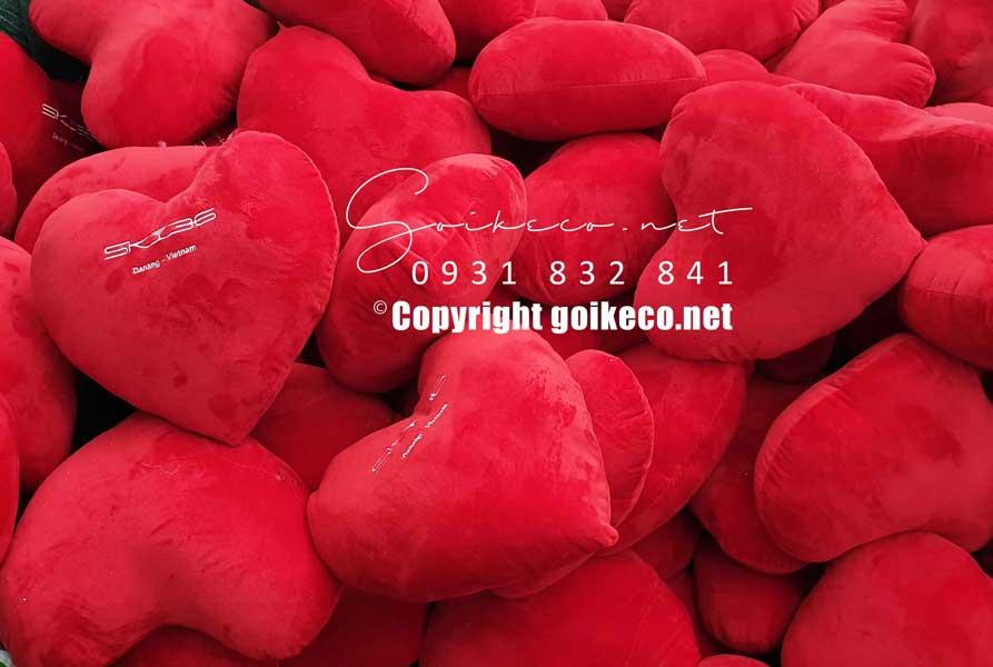 Sản xuất gối tựa lưng hình trái tim