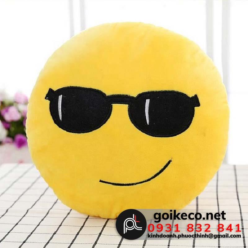Gối mặt cười đeo kính