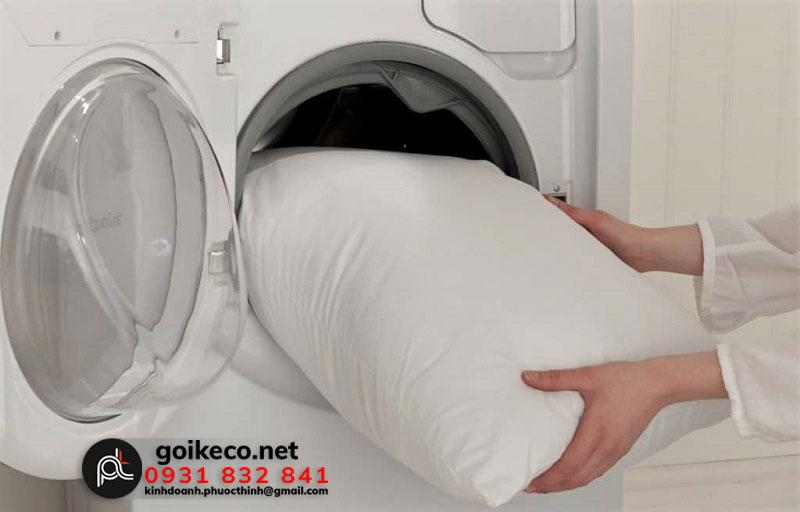 Cách giặt ruột gối bằng máy giặt
