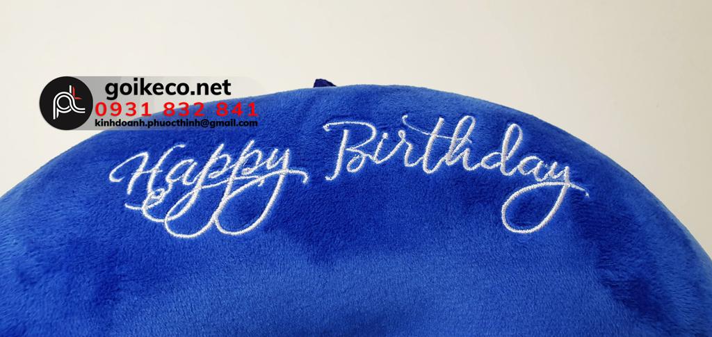 """Tên sự kiện """"Happy Birthday"""" được thêu màu trắng nổi bật cùng font chữ đẹp mắt"""